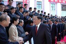 罗干看望新疆生产建设兵团和石化干部职工