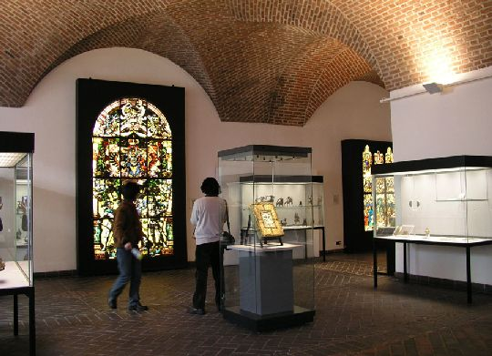 博物馆文物展柜的设计高度规格理念